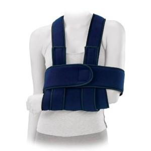 Utilizzo come immobilizzatore per spalla o sostegno per il braccio. La posizione della cinghia lascia il collo libero ed evita sforzi cervicali.