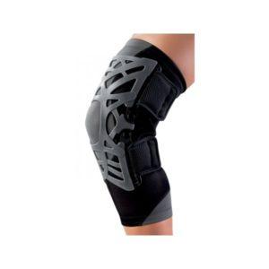 La nuova ginocchiera REACTION, caratterizzata da una struttura reticolare in gomma siliconata, rappresenta un approccio attivo ed efficace al dolore anteriore del ginocchio, nonché una valida alternativa alle ginocchiere tradizionali.