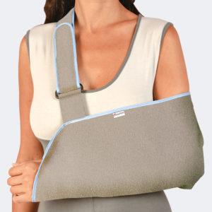 Bretellaggio per l'ancoraggio del supporto è munito di un cuscinetto che permette una riduzione della pressione sull'area clavicolare